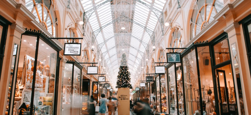 How to Clean Retail Stores for the Holidays